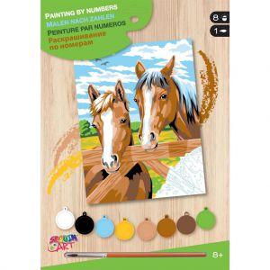 Schilderen op nummer paarden bij hek